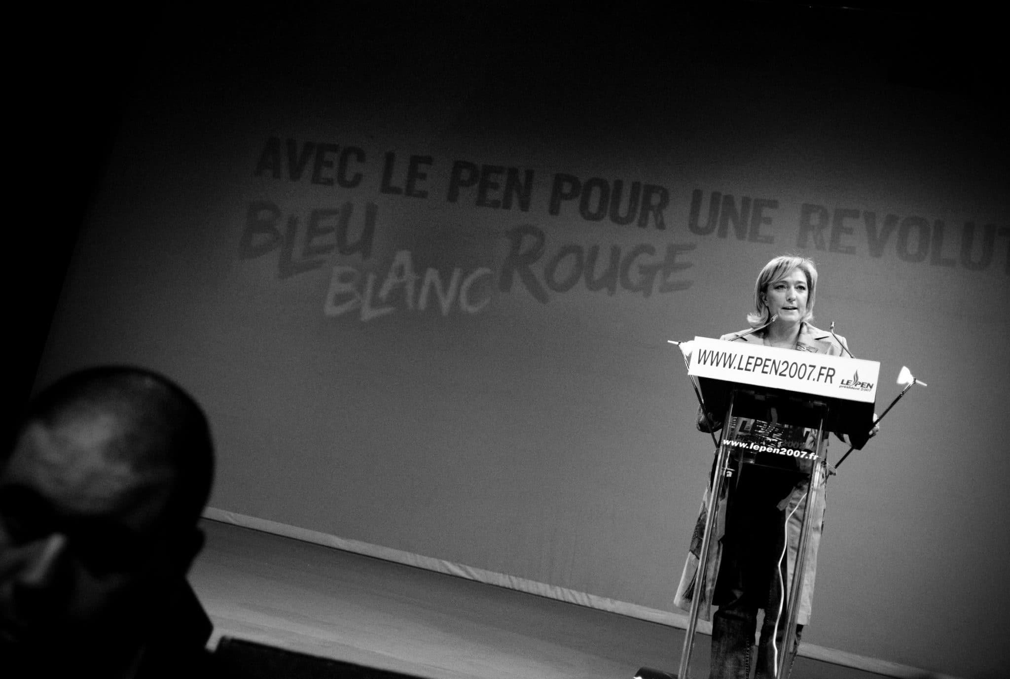 Ihre populistischen Parolen zeigen Wirkung: Marine Le Pen hat ihre Partei zurück in die französische Nationalversammlung geführt, Foto: www.flickr.com / Gueorgui Tcherednitchenko