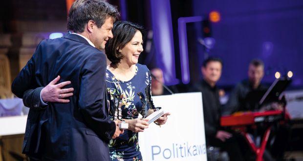 Annalena Baerbock und Robert Habeck bei der Verleihung des Politikawards im Januar (c) Jana Legler
