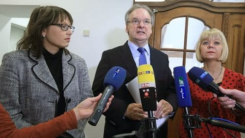 Der Ministerpräsident von Sachsen-Anhalt, Reiner Haseloff (CDU, m.), die Grünen-Landesvorsitzende Cornelia Lüddemann (r.) und die SPD-Spitzenkandidat Katja Pähle könnten die Spitzen einer neu aufgelegten Kenia-Koalition bilden. (c) picture alliance /dpa/Jens Wolf